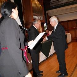 dr. Kiszely István megköszöni a kitüntetést