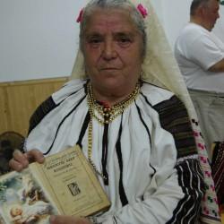 a 70 éves Anna néni Csángóföldrõl
